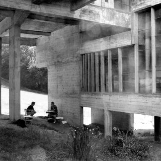 Couvent de la Tourette Under the Atrium Le Corbusier architect Visiting american students © Jerominus 1996