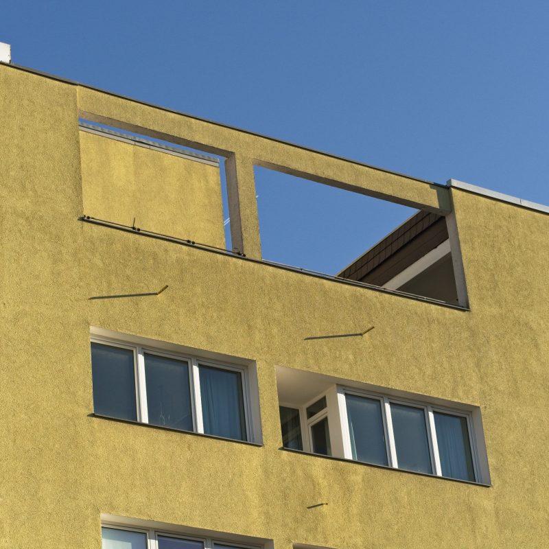 Balcony in(-)sanity - Yellow plane